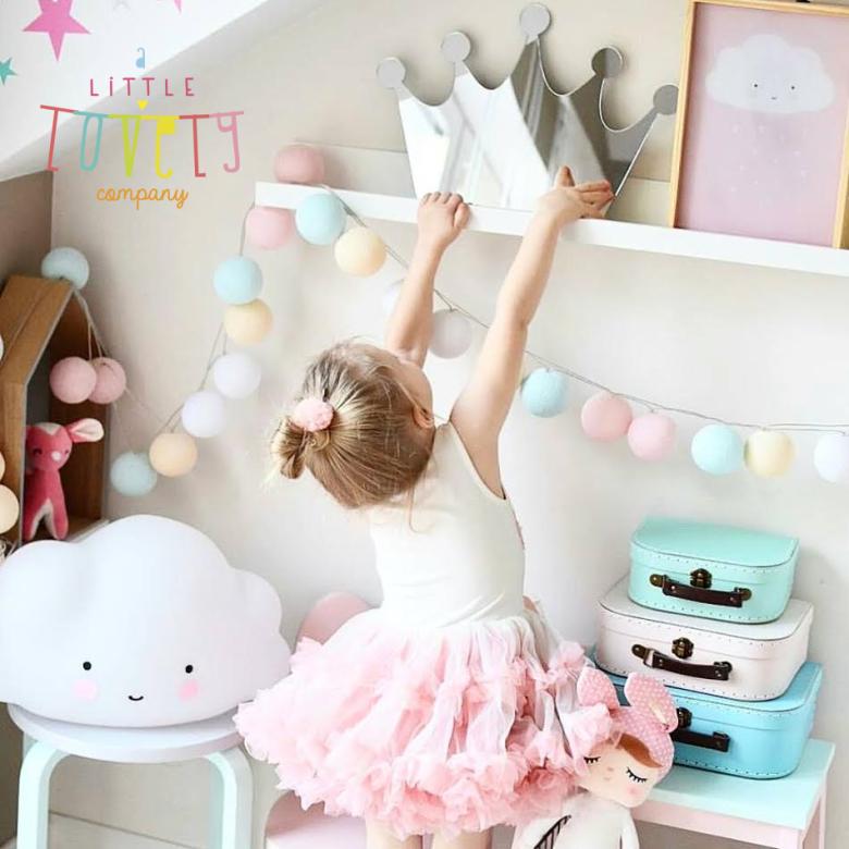 Svaki Little Lovely proizvod napravljen je s ciljem da bi potaknuo kreativnost, individualnost te razvio osjećaj zabave i sreće