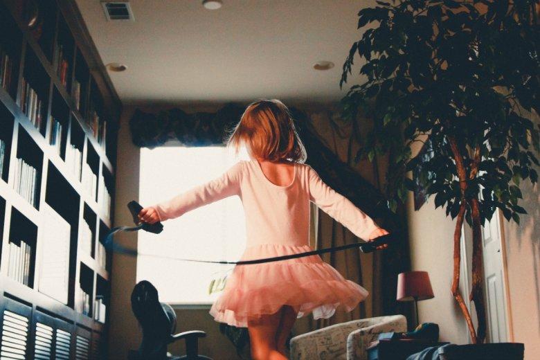 Kako zabaviti djecu u kući i potaknuti ih na kretanje?