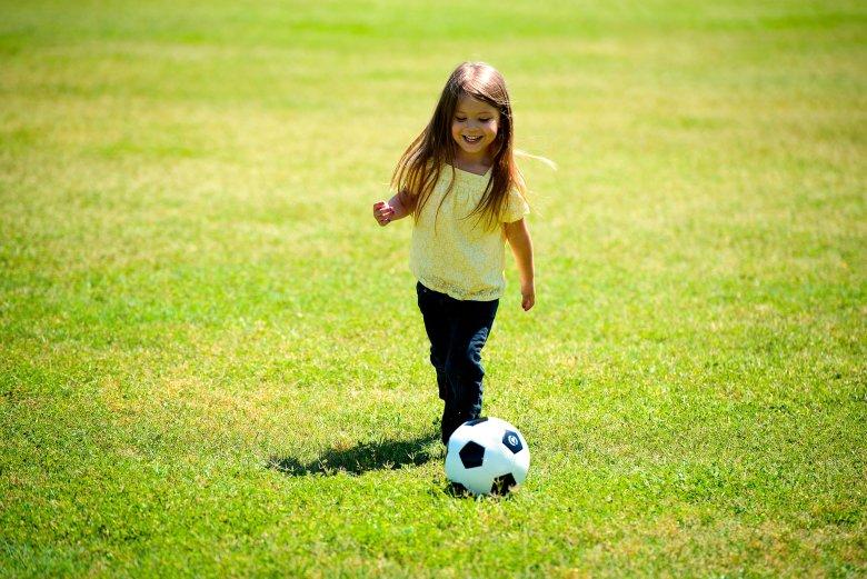 Igra loptom vrlo je bitna i za bebe i za vrtićarce